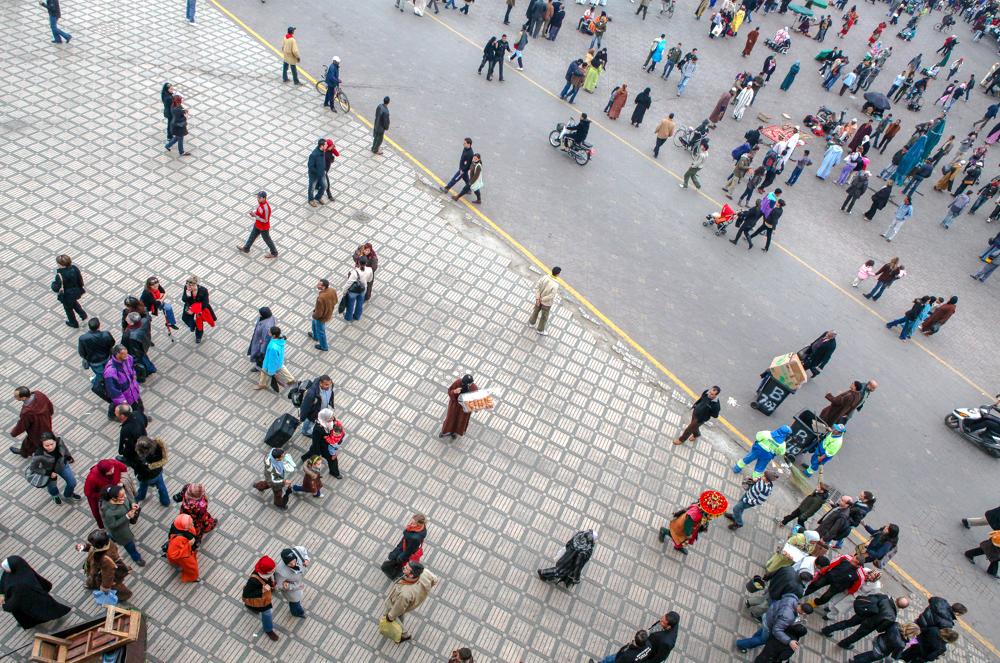 Marokko, Marrakesch djema el fna, Versammlung der Toten, Marktplatz, innerhalb der alten Stadtmauer, Fotograf Frankfurt, photographer, Fotograf, Djema el Fna bei Nacht, blaue Stunde, wildes Treiben mit Gauklern und Schlangenbeschwörern, Geschichtenerzählern, Wahrsagerinnen, Künstlern und Musikern, Verkaufsstände, kulinarische regionale Spezialitäten