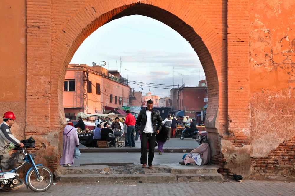 Marokko, Marrakesch, Stadttor, Tor, Marktplatz, innerhalb der alten Stadtmauer, Medina, Altstadt, Esel, Fotograf Frankfurt, photographer, Fotograf, blaue Stunde, Verkaufsstände, kulinarische regionale Spezialitäten